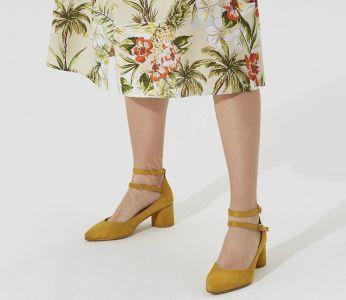 83f1d8e5165c3 حذاء نسائي بحزامات جانبية - للبيع بالجملة - فلو - Flo