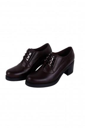 حذاء نسائي مع كعب