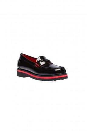 حذاء نسائي مع خط احمر