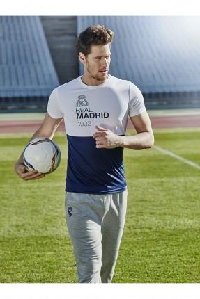 تيشرت رياضي مع طبعة ريال مدريد