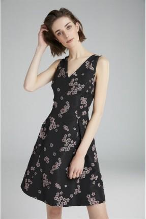 فستان سبور ياقة V