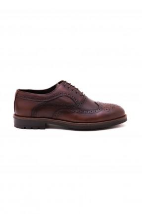 حذاء رجالي منقش بفراغات