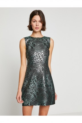فستان نسائي بنقشة اوراق الاشجار