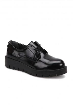 حذاء نسائي مع رباطات - اسود