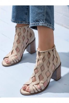 حذاء نسائي مفرغ