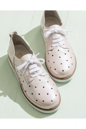 حذاء نسائي مع رباطات