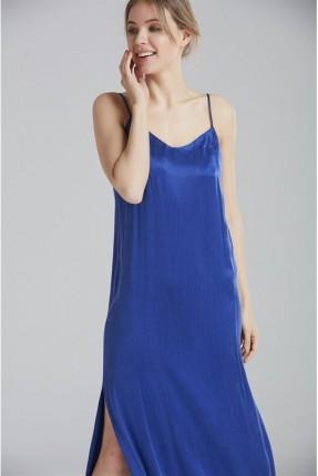 فستان رسمي بدون اكمام مع شق