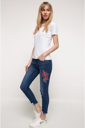 بنطال نسائي جينز مع طبعة وردة