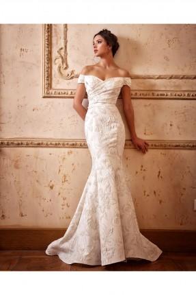 فستان زفاف طويل باكمام منخفضة