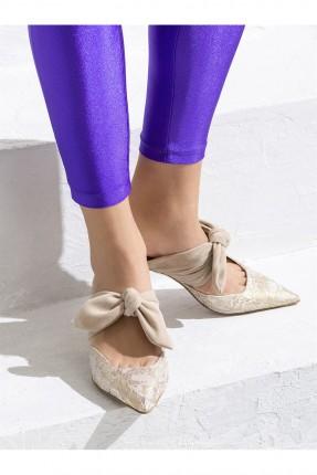 حذاء نسائي مع ببيونة منقش