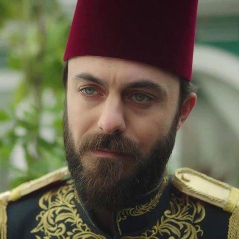 الممثل التركي ايرين هاجي صالح اوغلو الذي لعب دور كمال الدين في مسلسل السلطان عبد الحميد Eren Hacisalihoglu تركيا ادويت