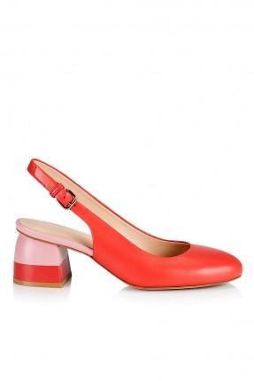 حذاء نسائي مع فتحة من الخلف