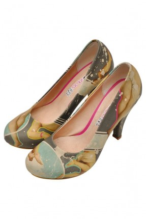 حذاء نسائي بكعب مطبوع صورة النهضة سبور