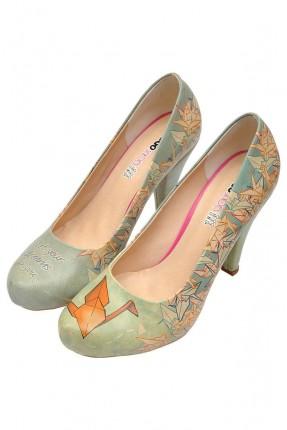 حذاء نسائي بكعب مطبوع اوراق ورقية سبور
