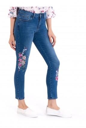بنطال نسائي جينز مطرز وردة من الاسفل
