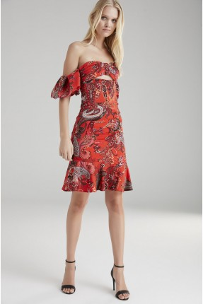 فستان رسمي مزخرف مع كشكش