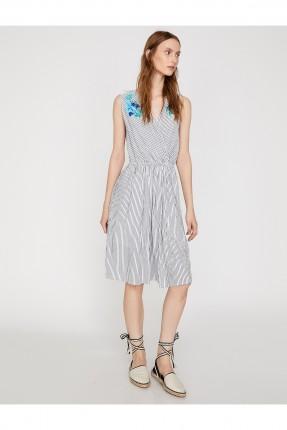 فستان سبور حفر مقلمة مزين من الجوانب مزموم