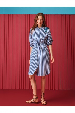 فستان سبور مقلم مزين من جانب الاعلى بازرار