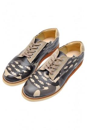 حذاء رجالي مع طبعات ورباطات سبور