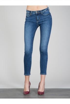 بنطال جينز نسائي فوق الكاحل