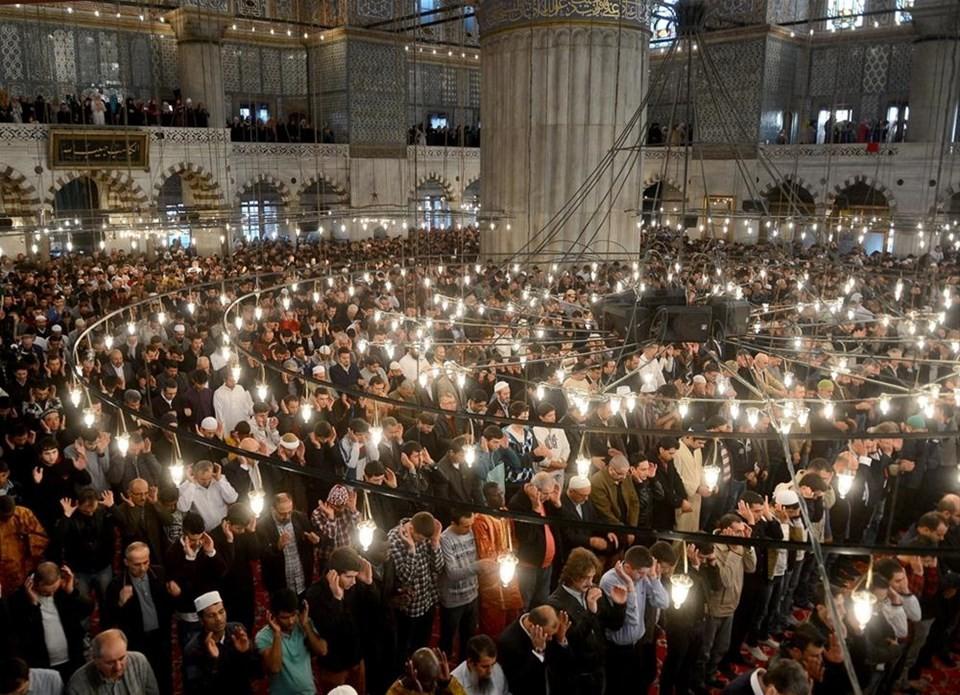 a717794272719 ويجتمع المئات من المؤمنين ليؤدوا الصلاة في هذا المسجد في كل سنة خلال العيد  الكبير.