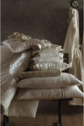 طقم غطاء سرير عرائسي + طقم برنص حمام عائلي