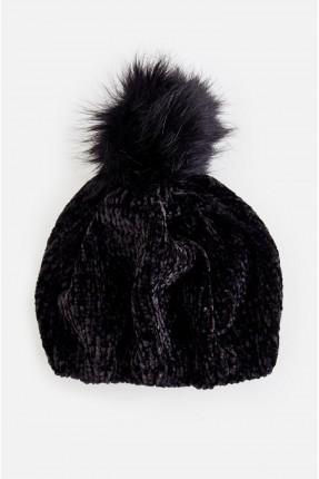 قبعة نسائية مع طابة فرو