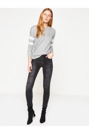 بنطال نسائي جينز مع كتابات