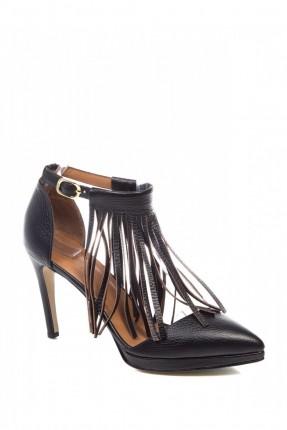 حذاء نسائي مزينة شراشيب