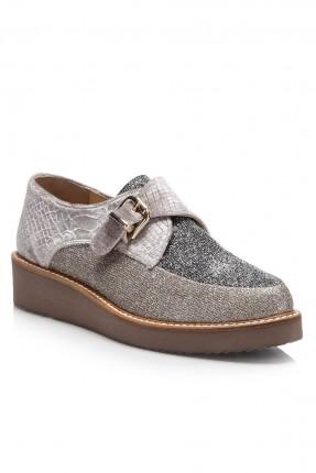 حذاء نسائي سبور مع لمعة