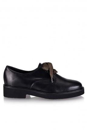 حذاء نسائي سبور مع رباطات