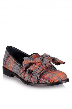 حذاء نسائي كاروهات