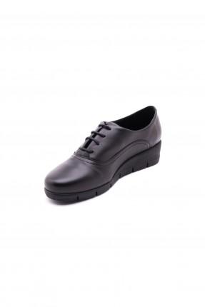 حذاء نسائي سبور مع ربطات