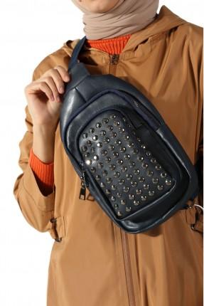 حقيبة ظهر نسائية مزينة قطع معدنية