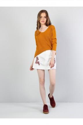 تنورة قصيرة مزينة بورود