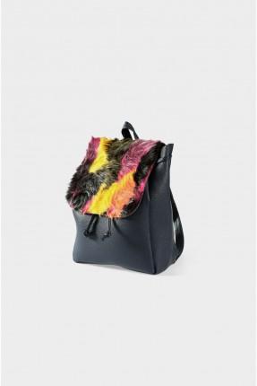 حقيبة ظهر نسائية مزينة بالفرو
