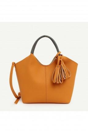 حقيبة يد نسائية مزينة بشراشيب