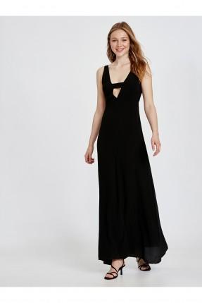 فستان رسمي طويل بياقة مفتوحة