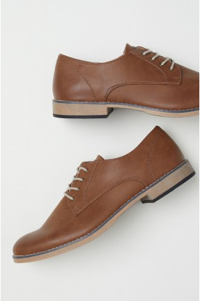 حذاء رجالي مع رباط