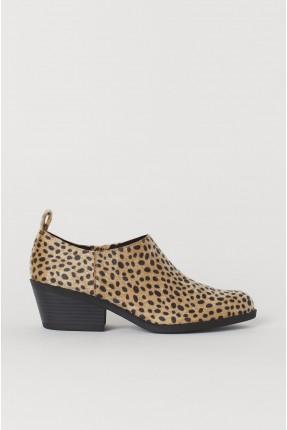حذاء نسائي بنقشة جلد نمر