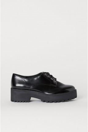 حذاء نسائي برباط
