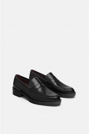 حذاء نسائي مزين بالخرز الالماسي