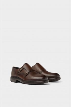 حذاء رجالي مزين بحزام