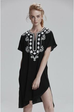 فستان سبور قصير بياقة مزخرفة