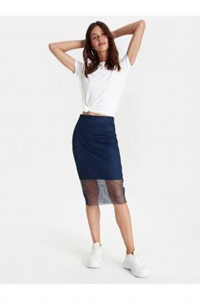 تنورة قصيرة مزينة بشبك