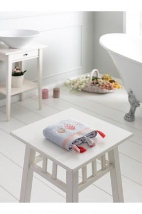 منشفة يد مزينة بشراشيب ملونة