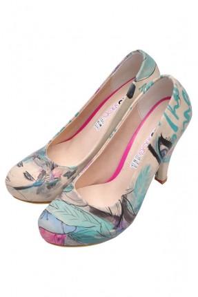 حذاء نسائي بطبعة اوراق شجر ملونة