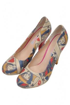 حذاء نسائي بطبعة ورق لعب