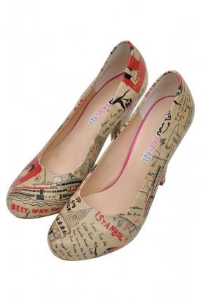 حذاء نسائي بطبعة سفينة