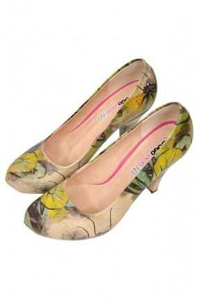 حذاء نسائي بطبعات ملونة